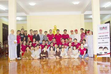 Trao học bổng cho trẻ mồ côi tại chùa Viên Quan